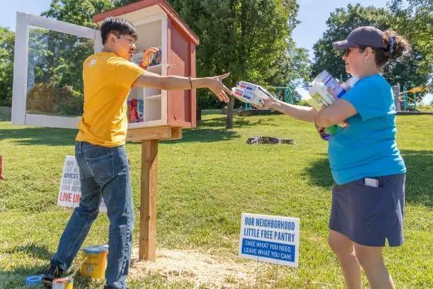 CALL FOR VOLUNTEERS: LITTLE FREE PANTRIES, BIRDHOUSES & FOOD DONATIONS