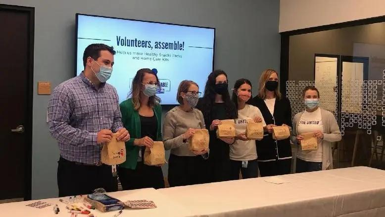 On Sept. 22, Fifth Third employees assembled kits during their 2021 United Way Impact Fair. The kits, which are being distributed through our partnership with The Heights Movement in Lincoln Heights, included healthy snacks and home care kits for Lincoln Heights residents.