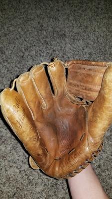 Grandpa's glove (1940)