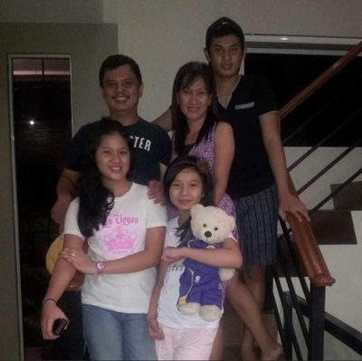 Family photo in the Philippines with Dj