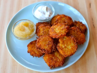 Latkes with applesauce and sour cream