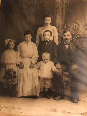 Bohemian immigrant family, circa 1906