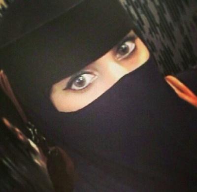 Yemeni women wearing a niqab.
