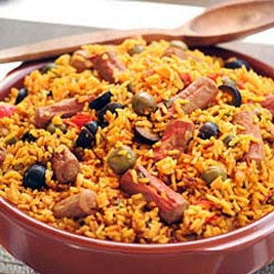 Arroz con salchichas (Rice with vienna sausages)