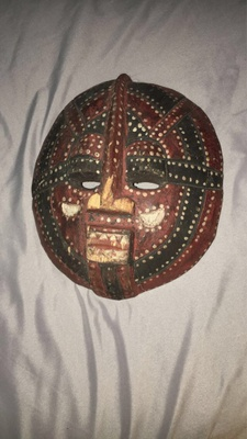 African mask with patterns painted on it