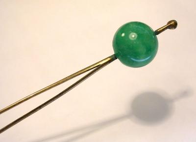 A green jade kanzashi