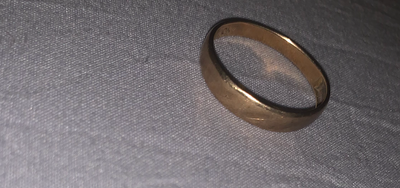 Wedding band is just a simple gold ring