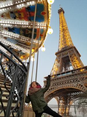 Mia in Paris