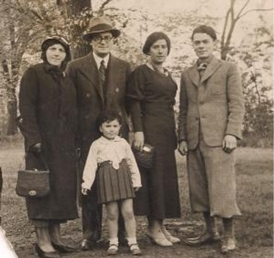GreatGrandfather w/family(3on L murdered