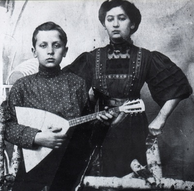 Dave w/ his Aunt Malka, Ternovka c.1910